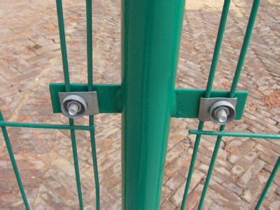 公路隔离栅,铁丝焊接网,双边丝护栏网价格