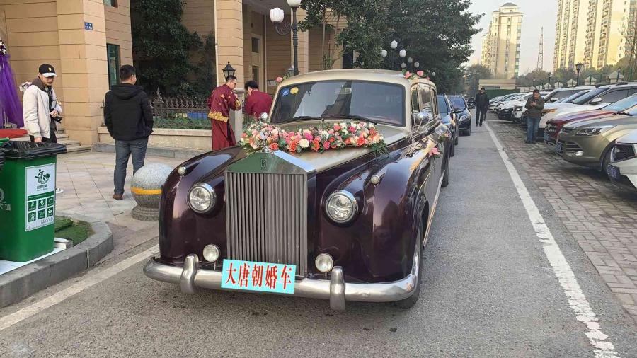 武汉宾利劳斯莱斯奔驰宝马婚礼车队出租